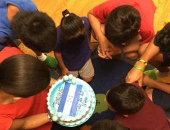 Consulado de Honduras en Chicago celebró el día del niño a menores hondureños migrantes